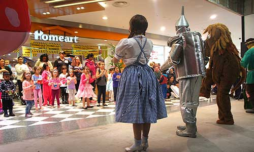 The Wizard of Oz Shopping Mall & Festival Shows